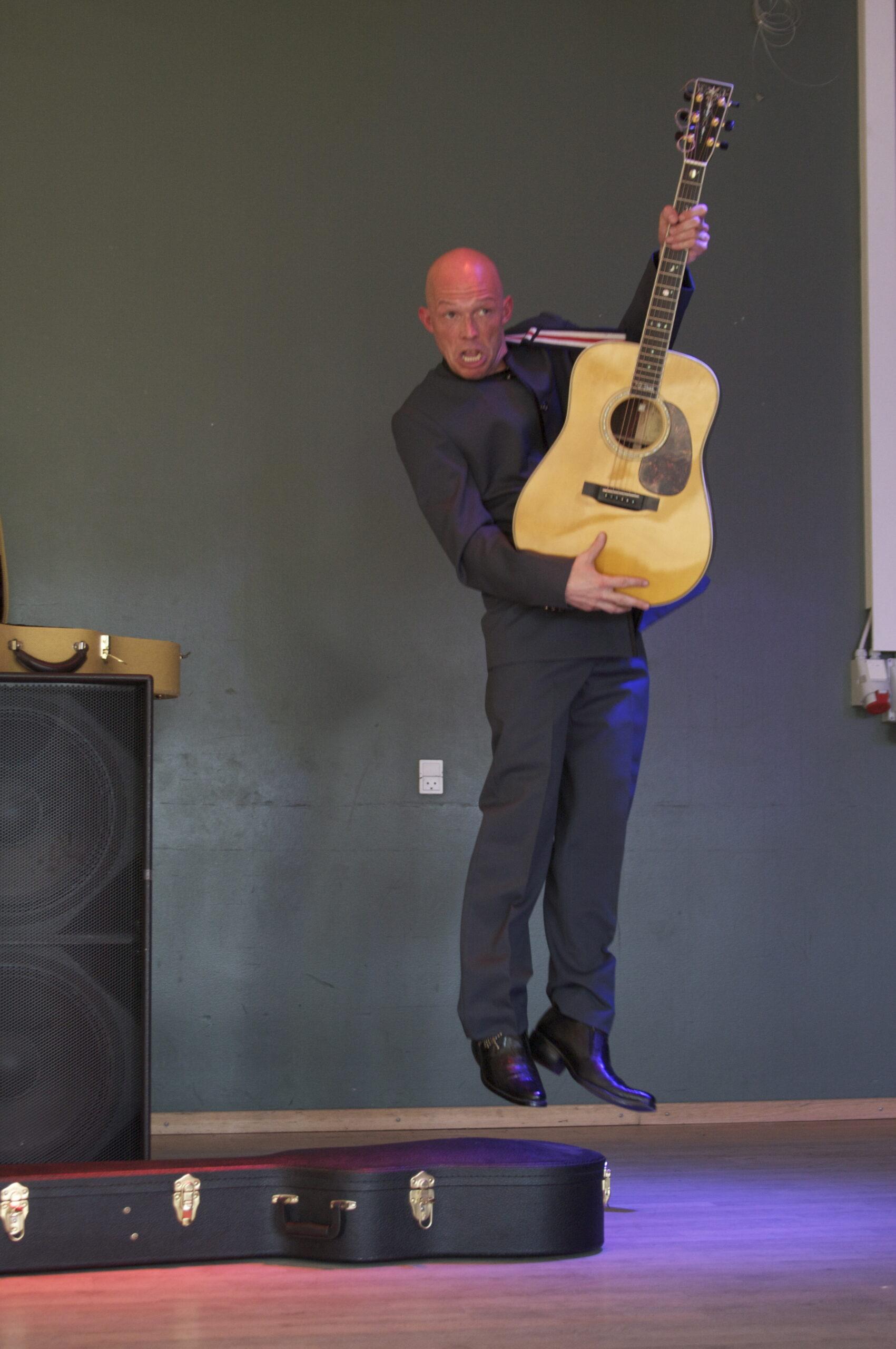 Rune Glæsel er guitarist og sanger